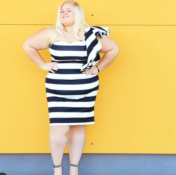 Dresses & Skirts - Strapless black and white striped dress